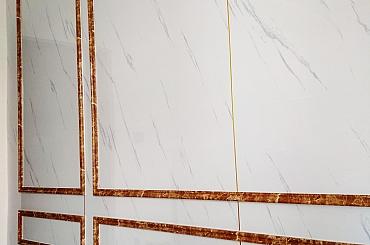 Thi công tấm óp lam sóng cho trần và tấm ốp nhựa giả đá cho tường