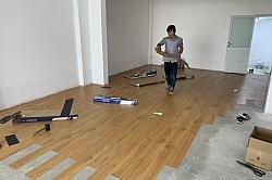 Thi công sàn nhựa dán keo, thảm, sàn nhựa hèm khoá phòng yoga và căn hộ A909 chung cư Ehome3 Hồ Học Lãm-  Bình Tân